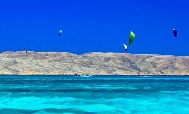 Go Investment kite Tourists enjoy kiteboarding in Hurghada Uncategorised